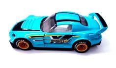 Après la S2000 rose de 2 Fast 2Furious que l'on vous a présenté hier sur le site, en voici une autre qui devrait apparemment arriver dans la collection Mainline de 2017. Le moule est le même que celui que l'on connait mais la déco est d'un bleu ciel avec un logo Hot Wheels sur les côtés. Par contre ne faites pas attention aux superbes roues Real Riders présentes sur les photos qui devraient être remplacées par un modèle standard.