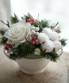 Beautiful wintry-sweet, kudos to designer! Winter Floral Arrangements, Christmas Flower Arrangements, Christmas Flowers, Christmas Centerpieces, Christmas Balls, Xmas Decorations, Christmas Holidays, Christmas Wreaths, Christmas Crafts