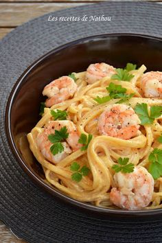 My cuisine according to my ideas .: Linguine pasta with shrimps, creamy sauce . Veggie Recipes, Pasta Recipes, Gourmet Recipes, Cooking Recipes, Healthy Recipes, Salty Foods, Think Food, Good Food, Yummy Food