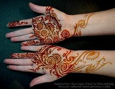 I like the color changes in this henna tattoo, natural but not straight brown. Hena Tattoo, Mehndi Tattoo, Henna Mehndi, Mehendi, Doodle Designs, Henna Designs, Tattoo Designs, Tattoo Ideas, Brown Henna