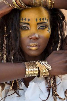 Embrace the heritage Tribal African Inspired face paint. Embrace the heritage African Makeup, African Beauty, Tribal Face Paints, Tribal Paint, Afro Chic, Hippie Stil, Afro Punk, My Black Is Beautiful, War Paint