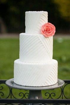Pièce montée 2017  Un gâteau de mariage d'été chic que nous aimons! {Simply Irresistible}