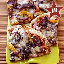 Grilled Pizza with Sausage, Onions and Peppers--Quick. And a great way to use those tortillas laying around in your fridge. Try our Grilled Pizza tonight for a fast dinner fix. Skinny Recipes, Ww Recipes, Light Recipes, Healthy Recipes, Pizza Recipes, Weight Watchers Menu, Weight Watcher Dinners, Portobello, Healthy Cooking