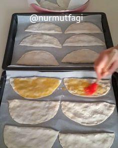 """2,380 Likes, 99 Comments - Nur Mutfagı - Nuray Köse (@nurmutfagi) on Instagram: """"Hayırlı akşamlar hanımlar. Bu gün canım yemek yapmak istemedi bende Senbusek (Kapalı Lahmacun)…"""""""