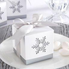 Boite à dragées hiver parfaite pour Noël ou le Nouvel An pour faire un joli cadeau à ses invités : http://www.instemporel.com/s/12285_106701_boite-dragee-hiver-noel-mariage