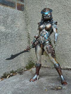 Predator huntress - STATUE M A R V E L S Warrior Spirit, Warrior Girl, Fantasy Warrior, Predator Costume, Predator Cosplay, Up Halloween Costumes, Predator Alien, Female Armor, Cosplay Characters