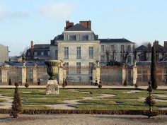 300 Year Old Versailles Mansion to Become a Grand Hotel.