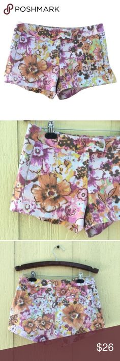 J. Crew Floral Stretch Shorts Waist: 15.5' *flat lay. Inseam: 3'. Hips: 18.5' *flat lay. Also has pockets!! 🌺 J. Crew Shorts
