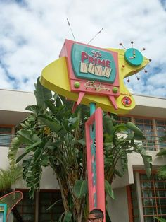 Why I Love Dining at The 50′s Prime Time Café at Walt Disney World | Tips from the Disney Divas and Devos