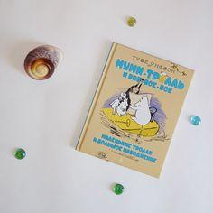 Муми-тролли - книжная любовь навсегда! Можно перечитывать в любое время года, особенно сегодня, 9 августа, в день рождения Туве Янссон #мумитролли #тувеянссон #книги #сказки #детскаялитература #чтение #дети #ялюблючитать #скандинавия #море #ракушки
