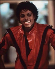 Michael Jackson Classic Red Thriller Leather Jacket For Men This red thriller leather jacket is the same outfit costume that was wore by the Iconic dancer Michael Jackson. Janet Jackson, The Jackson Five, Jackson Family, Michael Jackson Wallpaper, Michael Jackson Smile, Michael Jackson Thriller Jacket, Michael Jackson Jacket, Michael Jackson Outfits, Invincible Michael Jackson