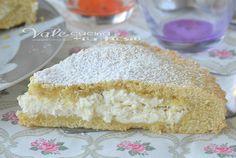Romanian Food, Cannoli, Sweet Cakes, Dessert Recipes, Desserts, Vanilla Cake, Tea Party, Tart, Food And Drink