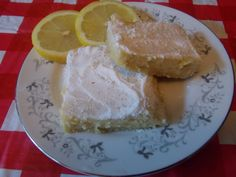 I've changed the original recipe up quite a bit. Feel free to do the original. I replace the Xylitol with 1/8 cup Swerve I used 3/4 cup almond flour and 1/4 cup almond flour. In the filling I added a tsp of vanilla and a tsp of pure lemon extract. I replaced the 1/4 cup Splenda with 1/2 cup powdered Swerve. Topped with confectioners Swerve when it was finished and cooled.