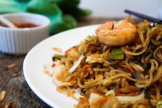 Give Indonesian cooking a try! This mie goreng recipe with chicken and shrimp is packed with flavor, fresh ingredients, and love for beautiful Bali! Mie Goreng Recipe, Fried Noodles Recipe, Indonesian Food, Indonesian Recipes, Fried Shallots, Chicken And Shrimp Recipes, Asian Recipes, Ethnic Recipes, Recipes From Heaven