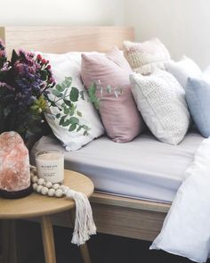 Home Interior Decoration Ideas Floral Bedroom, Bedroom Colors, Home Decor Bedroom, Bedroom Ideas, Bedroom Flowers, Scandi Bedroom, Room Ideias, Modern Bedside Table, Bedside Tables
