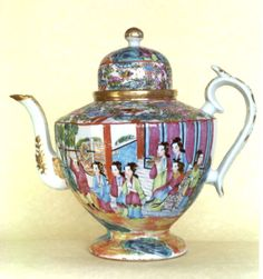Chinese export porcelain teapot, Mandarin pattern of the early to mid 19th century in the Famille Rose colors, a color named for the pinkish reds