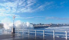 Espectáculo de olas en Gijón