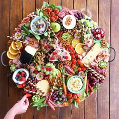 Charcuterie Recipes, Tapas Recipes, Charcuterie Board, Appetizer Recipes, Appetizers, Cooking Recipes, Platter Board, Party Food Platters, Good Food