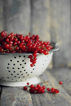 Currants - Picture Colors:  Red, White, Gray
