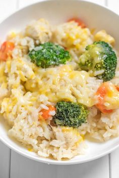 One Pot Cheesy Broccoli Rice and Chicken Close up of cheesy broccoli rice and chicken<br> This one pot cheesy chicken and rice dish is so easy and will be a family favorite! Family Meals, Kids Meals, Easy Meals, Toddler Dinners, Meals For Toddlers, Baby Food Recipes, Cooking Recipes, Healthy Recipes, Healthy Toddler Meals
