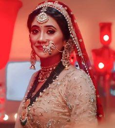 Indian Bridal Jewelry Sets, Bridal Bangles, Bridal Makeup Images, Shivangi Joshi Instagram, Cute Love Couple, Actress Pics, Crazy Girls, Girls Dpz, Girl Photography Poses