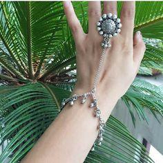 Hand Jewelry, Metal Jewelry, India Jewelry, Jewlery, Silver Jewellery Indian, Silver Jewelry, Bridal Jewellery, Antique Jewellery Designs, Jewelry Design