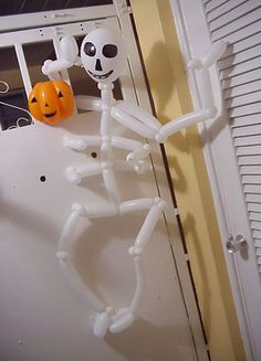 I can't imagine Halloween Decor without Halloween Balloon Art Halloween Balloons, Halloween Skeletons, Skeleton Decorations, Halloween Decorations, Balloon Banner, Balloon Ideas, Halloween 2013, Balloon Animals, Entertaining