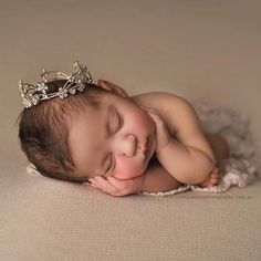 Fantastic baby arrival info are offered on our internet site. Take a look and you wont be sorry you did. Foto Newborn, Newborn Baby Photos, Newborn Posing, Newborn Shoot, Newborn Photo Props, Newborn Pictures, Baby Girl Newborn, Baby Pictures, Newborn Photo Outfits