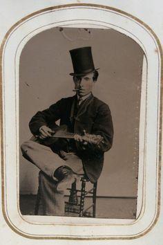 duaguerrotype Man playing guitar in top hat 19th century American