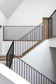 Beautiful Staircase via Luise Holt Vertical bars - metal railings # stairs . Beautiful Staircase via Luise Holt Vertical bars - metal railings The de. Luxury Homes Interior, Modern Interior Design, Interior Architecture, Staircase Architecture, Commercial Interior Design, Interior Ideas, Staircase Railings, Modern Staircase, Staircases