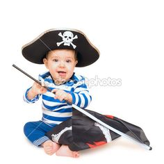 милый маленький ребенок одет, как пират над белой — Стоковое изображение #35564013
