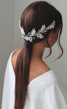 for bridesmaids Gorgeous Wedding Hairstyles For The Elegant Bride 1 - I Take You Wedding Hairstyles For Long Hair, Wedding Hair And Makeup, Wedding Hair Accessories, Bride Hairstyles, Hair Makeup, Hairstyle Ideas, Teenage Hairstyles, Hairstyle Wedding Bridesmaid, Wedding Hair Jewelry