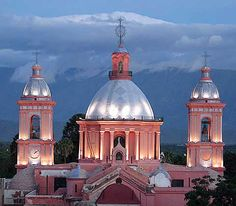 Catedral de la ciudad de Catamarca, Argentina Largest Countries, Countries Of The World, Santa Fee, Andes Mountains, South America Travel, Down South, Taj Mahal, Places To Go, Beautiful Places