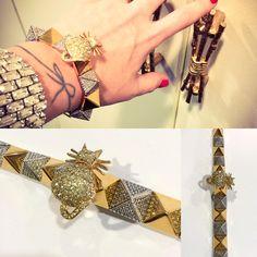 Jeweled kitten on Rhinestone spikes. Henna, Art Decor, Kitten, Jewelry Design, Jewels, Spikes, Tattoos, Cute Kittens, Cnd Nails