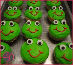super cute for my bday or a frog themed baby shower. well i would need to know someone who is pregnant to throw a baby shower but my bday is perfect for froggy cupcakes!!!