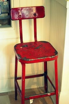 Vintage red stool You know I love it. Look Vintage, Vintage Girls, Vintage Metal, Retro Vintage, Vintage Items, Kitchen Stools, Red Kitchen, Vintage Kitchen, Metal Stool