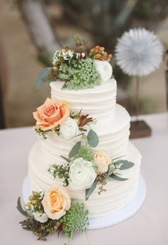 Peach roses, earthy elements, natural wedding cake // Anna Delores Photography