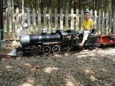 """More live steam videos at: http://www.lezebre.eu/hobby/live%20steam%20track/photo%20gallery%20live%20steam%20track%20001.htm    My 260 live steam Little Engine making a loop at the Cinder Sniffers track. Track 7.5"""" gauge 1.5"""" scale."""