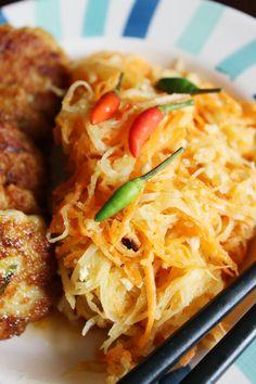 Satay Fish Cakes with Thai Papaya and Carrot Salad « Tes at Home