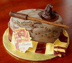 "HP Cake-I love that it has the ""I solemnly swear I am up to no good"" passage. Appropriate. ;)"