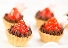"""""""Ganache Strawberry Mini Tart"""" by a famous Japanese food blogger, vivian san. Taste of strawberry go really well with chocolate-riched ganache. """"Cooking is a little thing called love"""". ガナッシュ苺タルト。見た目がとってもカワイイ!イチゴが主役のミニタルトです。"""