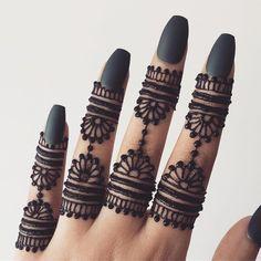 Finger Mehendi Designs, Henna Tattoo Designs Simple, Engagement Mehndi Designs, Modern Henna Designs, Full Hand Mehndi Designs, Henna Art Designs, Mehndi Designs For Girls, Wedding Mehndi Designs, Mehndi Designs For Fingers