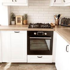 Marylebone White Kitchen Units, Kitchen Tile, Home Decor Kitchen, New Kitchen, Kitchen Ideas, White Wall Tiles, White Walls, Wood Effect Tiles