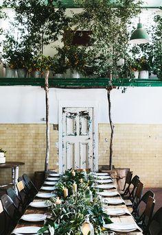 thanksgiving table with mismatched chairs and foliage / sfgirlbybay Voor meer kerst inspiratie en kersttrends 2015 kijk ook eens op http://www.wonenonline.nl/interieur-inrichten/kerst-interieur-inspiratie/