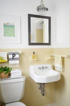 Trendy Ideas For Bathroom Yellow Tile Half Baths Rental Bathroom, Bathroom Colors, Yellow Bathrooms, Trendy Bathroom Tiles, Yellow Bathroom Decor, Yellow Tile, Vintage Bathrooms, Bathroom Makeover, Yellow Bathroom Tiles