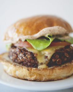 CHIPOTLE VEGGIE BURGER - The Kitchy Kitchen