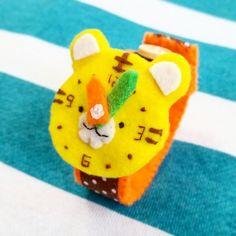 オーダー可★ 【再販】フェルトのどうぶつ腕時計(トラ)