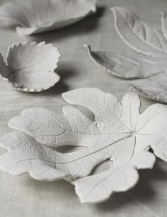 Use air-dry clay and fallen leaves to make mini bowls that are perfect for jewelry, keys, and other knick-knacks. Get the tutorial at Urban Comfort.DIY Clay Leaf Bowls click now for more info. Leaf Crafts, Fall Crafts, Arts And Crafts, Diy Crafts, Clay Projects, Projects To Try, Weekend Projects, Autumn Leaves Craft, Winter Leaves