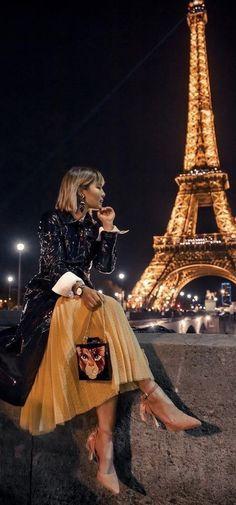 Nice Cannes, Paris In Autumn, Paris Girl, Paris Paris, Parisian Chic Style, Fashion Themes, Italian Beauty, Vintage Couture, Vintage Fashion