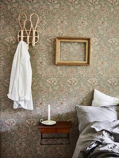 New Ideas Vintage Art Wallpaper William Morris William Morris Wallpaper, William Morris Tapet, Morris Wallpapers, Cottage Wallpaper, Wall Wallpaper, Interior And Exterior, Interior Design, Design Design, Gravity Home
